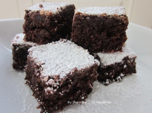 The next morning... the once-upon-a-time cake was transformed into little brownies :-D